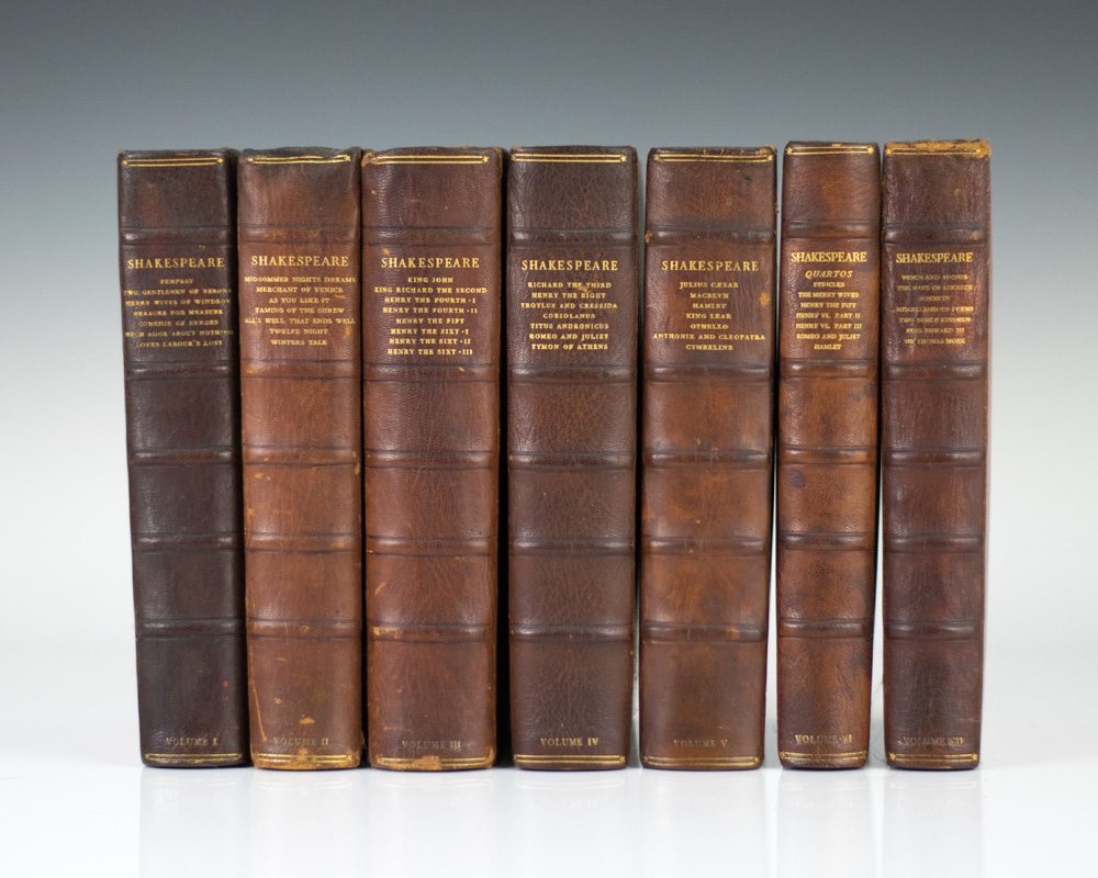 The Works ... The Text of the First Folio with Quarto Variants and a Selection of Modern Readings.
