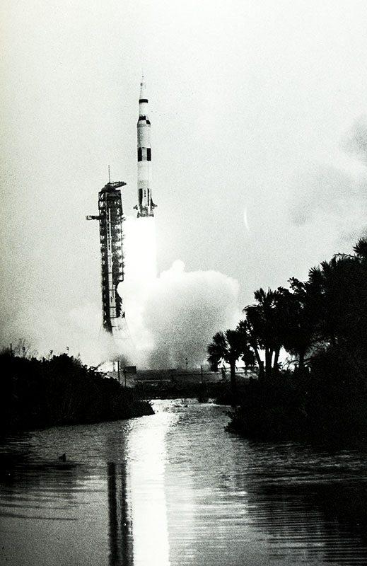 Lost Moon: The Perilous Voyage of Apollo 13.