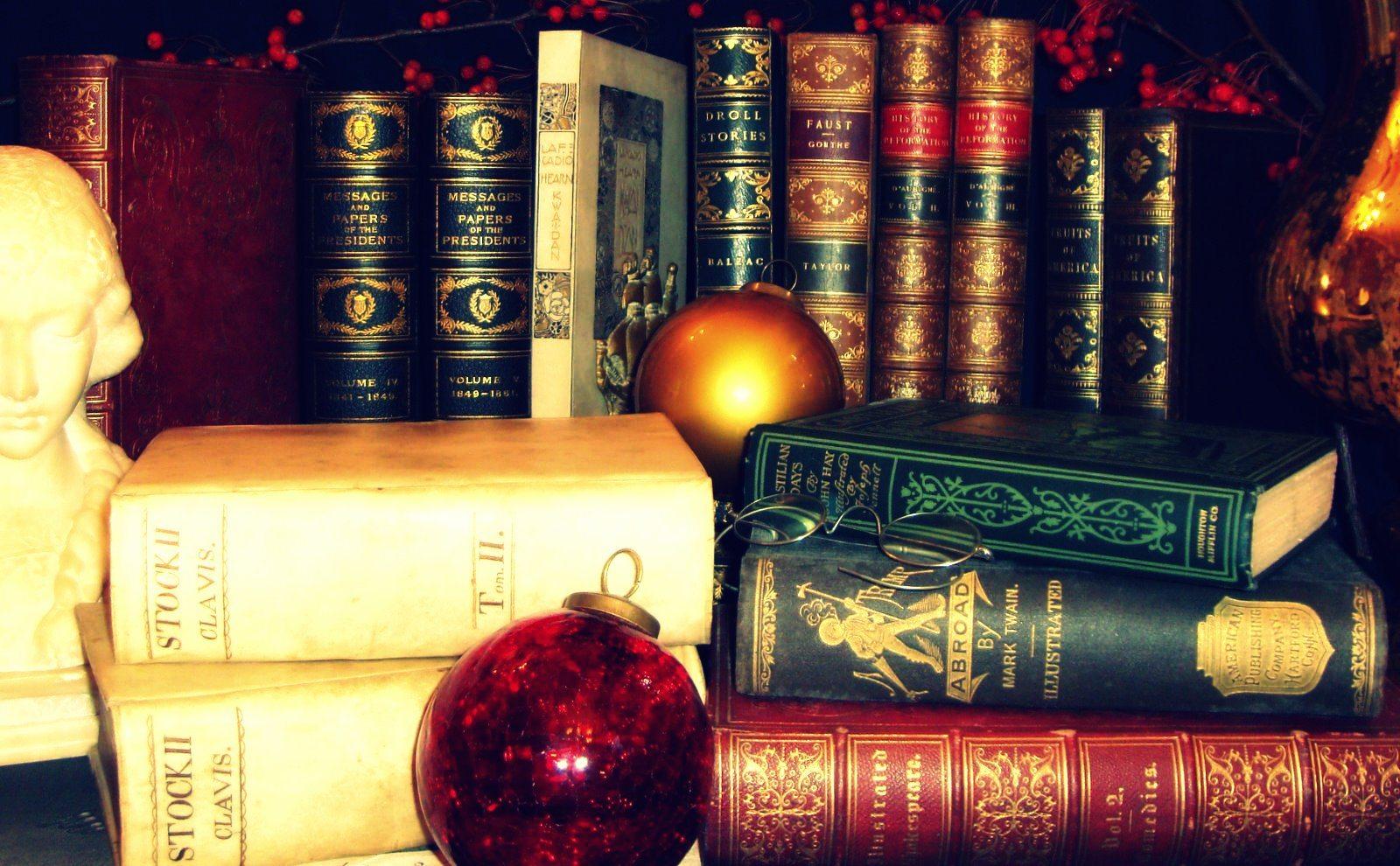 Happy Birthday Bookworm! Memorable-gift-ideas